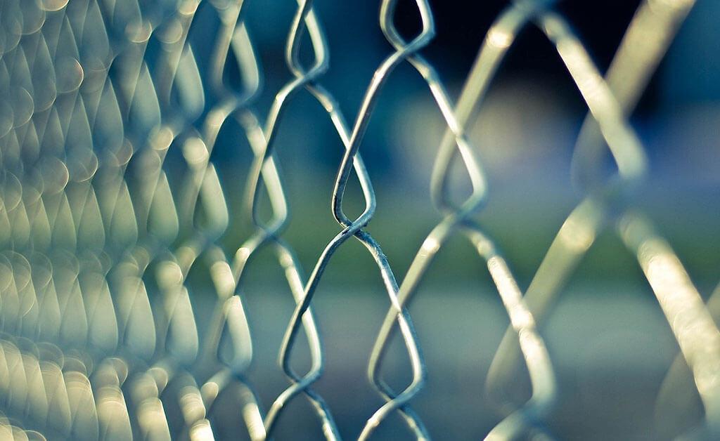 How-To-Prevent-A-Break-In-Or-Burglary--King-Door-And-Lock2